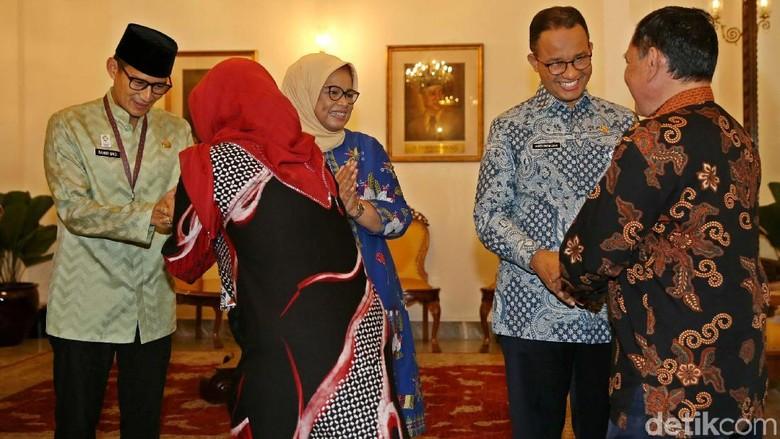 Anies-Sandi Kompak Ucapkan Selamat Ulang Tahun untuk Jokowi