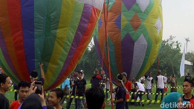 Festival balon udara tambat di Pekalongan.