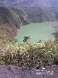 Kawah Gunung Galunggung (Rizky Abdul Malik/d'Traveler)