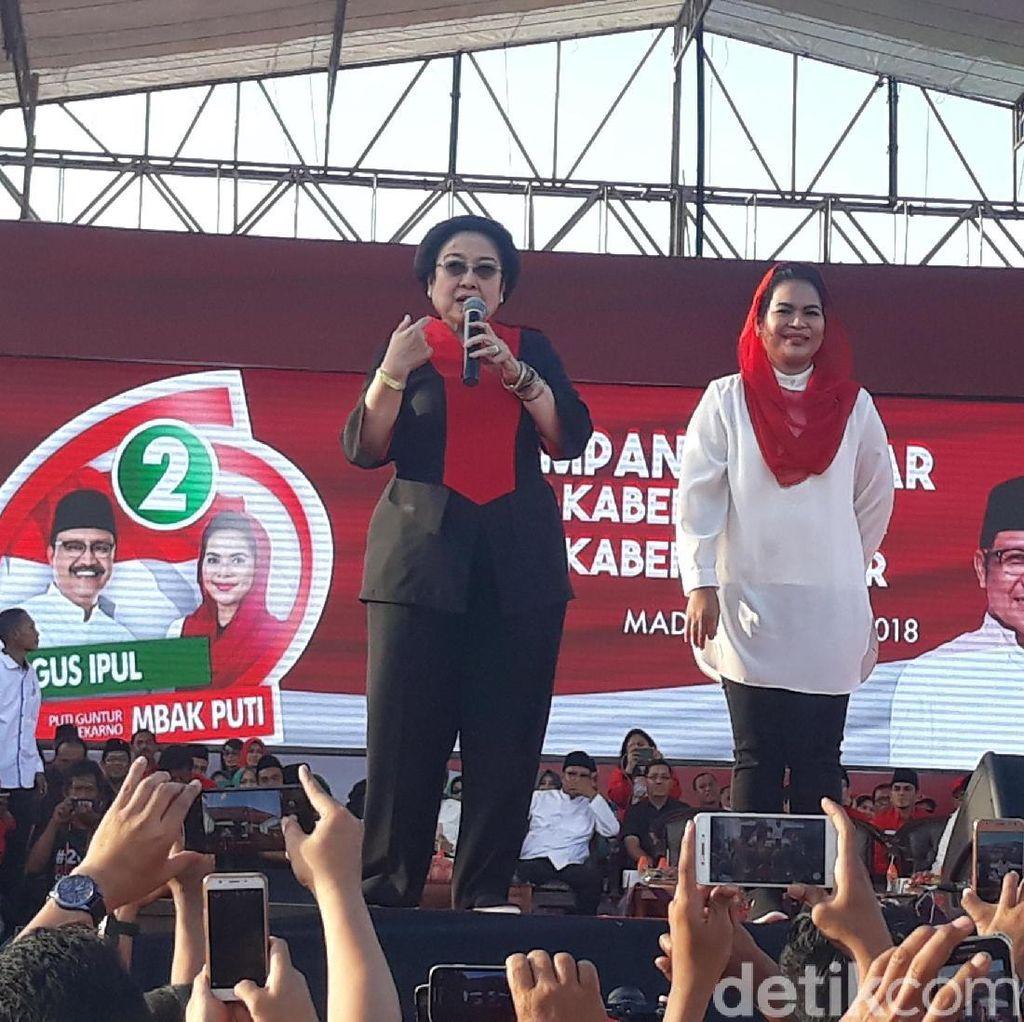 Ini Gaya Megawati-Risma Saat Kampanye Kabeh Sedulur Kabeh Makmur