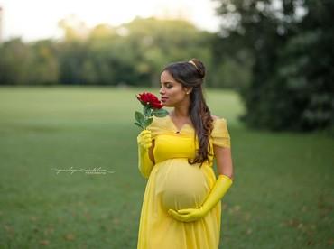 Sepertinya begini ketika Putri Belle dari Beauty and The Beast hamil. (Foto: Instagram/penelopeandeline)