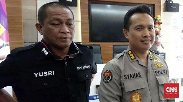 Kabag Penum Divisi Humas Polri Kombes Syahar Diantono (kanan).
