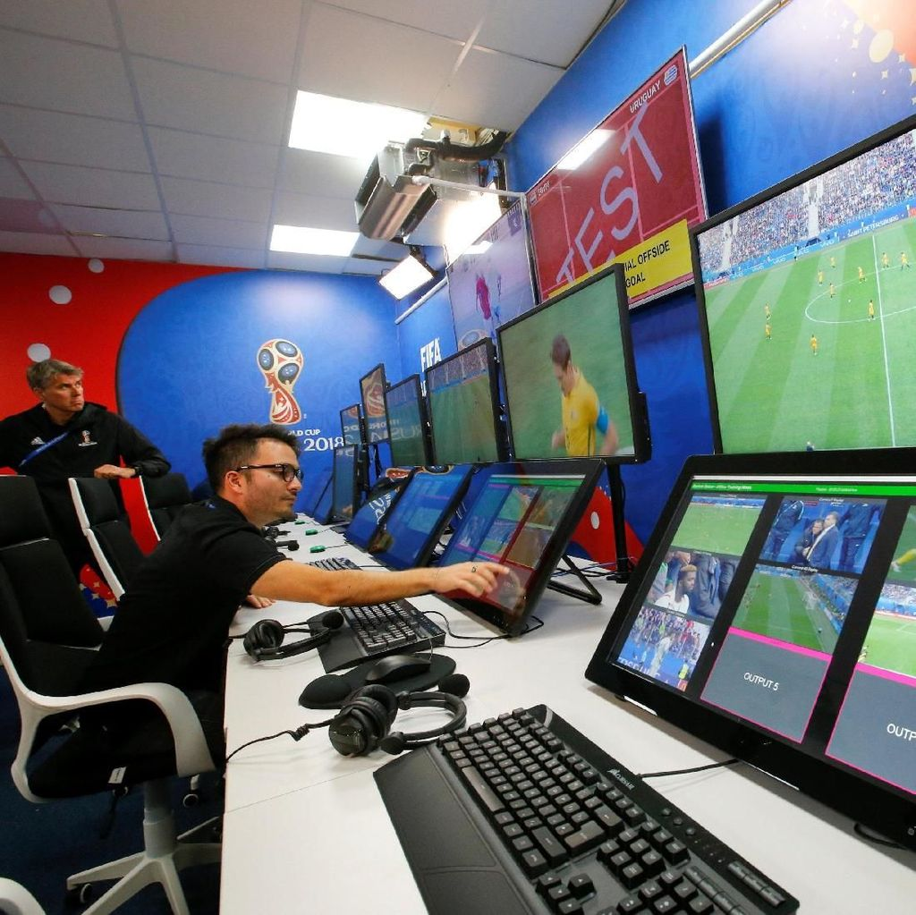 VAR, Teknologi Sederhana yang Guncang Piala Dunia
