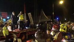 Hibur Pemudik, Polisi di Nagreg Gelar Konser Dadakan