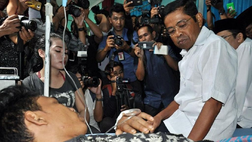 Mensos Sambangi Korban Keracunan Gas di Lombok