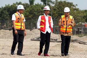 Gaya Jokowi Tinjau Proyek Runway 3 Bandara Soetta