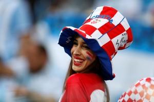 Bahagianya Suporter Cantik Ini Rayakan Kemenangan Kroasia