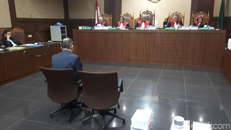 Bacakan Pleidoi, Fredrich Nilai Jaksa KPK Udik Soal Ukuran Bakpao