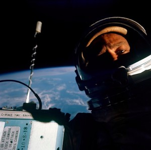 Mengenang Selfie Pertama di Antariksa yang Laku Rp 130 Juta