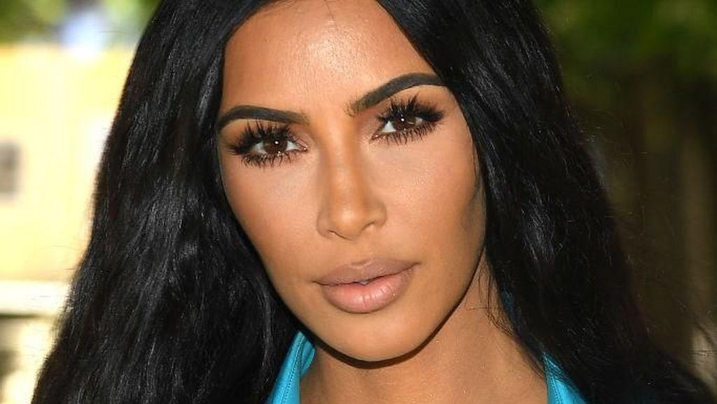 Janji Berhenti Selfie, Kim Kardashian Malah Lakukan Sebaliknya