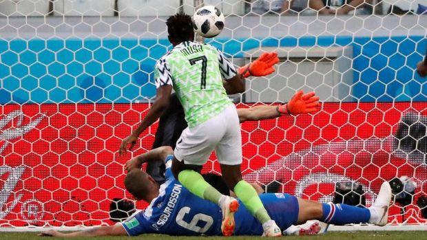 Nigeria tak mau terlalu memaksakan penguasaan bola jika tak membantu melahirkan banyak peluang. (
