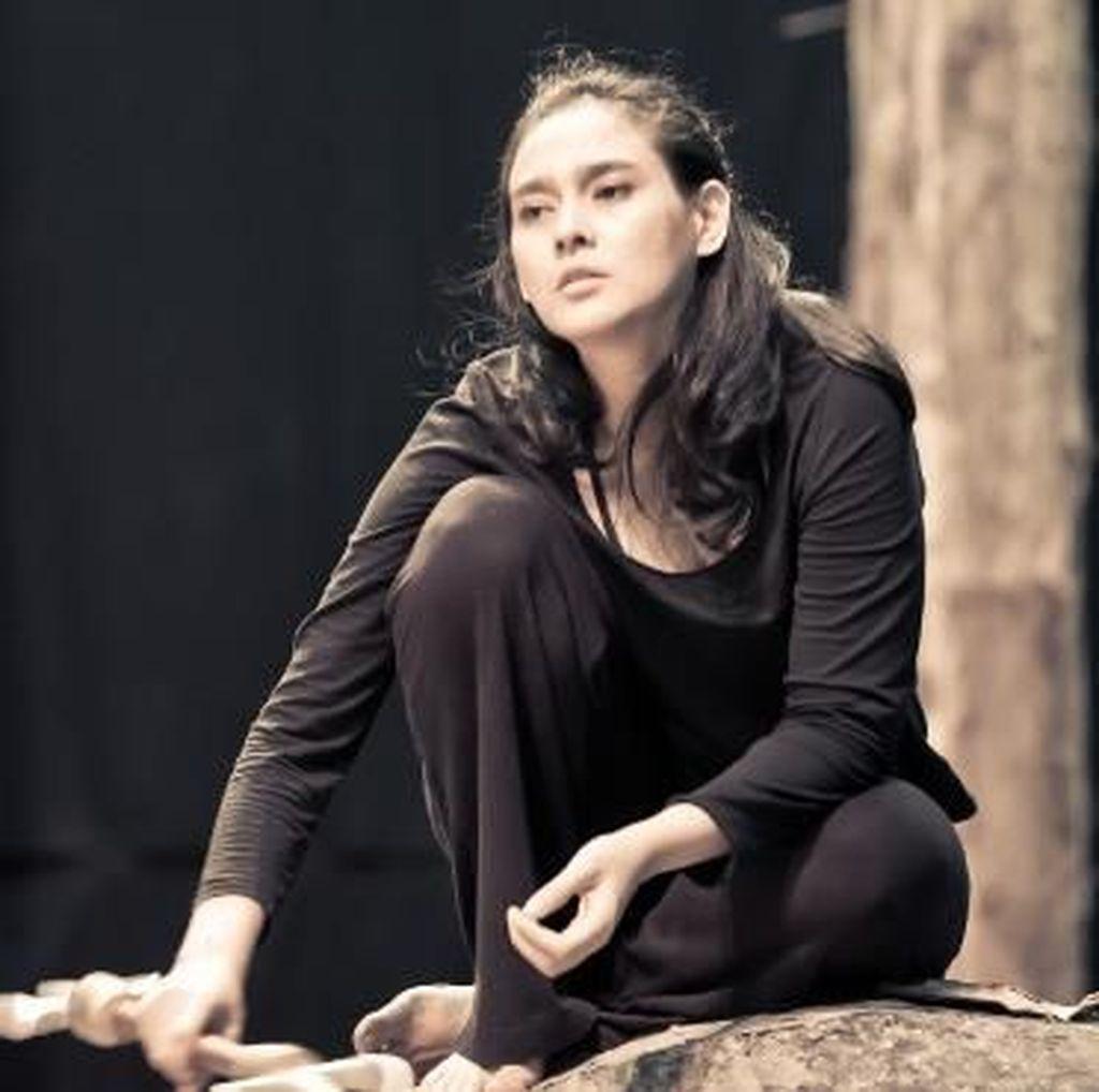 Ine Febriyanti Lanjutkan Tur Pentas Monolog Cut Nyak Dhien