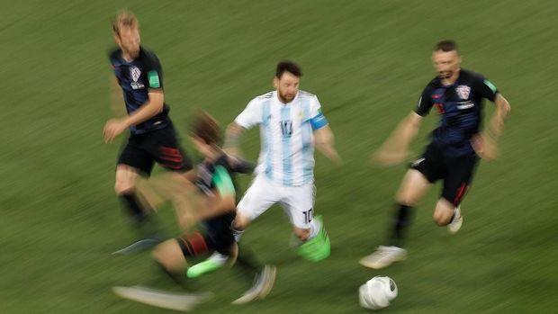 Lionel Messi kerap dijaga dua hingga tiga pemain sekaligus di Piala Dunia 2018.
