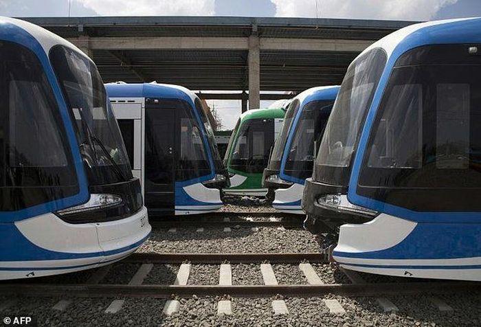 Di Ethiopia, Addis Ababa Light Rail dengan panjang 31,6 km, dibangun dengan biaya US$ 475 juta atau sekitar Rp 6,65 triliun. LRT Addis Ababa dibangun selama tiga tahun oleh China Railway Group Limited dan dioperasikan pertama kali pada tahun 2015. Istimewa/AFP.