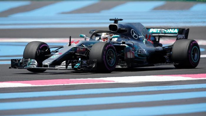 Lewis Hamilton menguasai latihan pertama GP Prancis (Foto: Jean-Paul Pelissier/Reuters)
