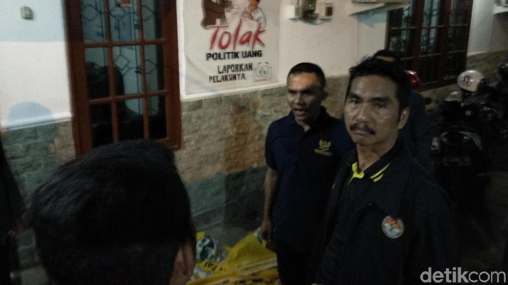 Kampanye Akbar Khofifah-Emil, Panwaslu Probolinggo Sita Bendera Parpol