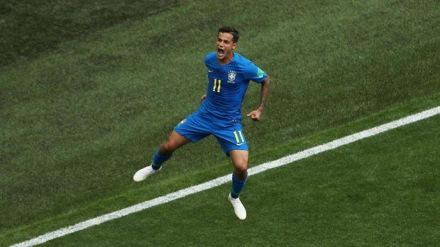 Philippe Coutinho membuka keunggulan Brasil saat melawan Kosta Rika.
