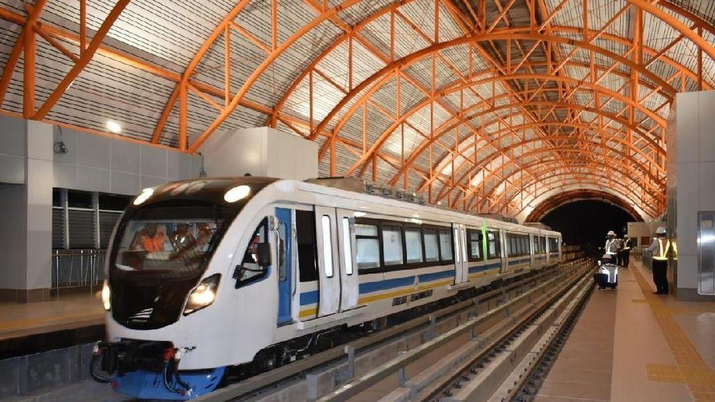 LRT yang Kata Prabowo Biayanya Kemahalan Beroperasi Bulan Depan
