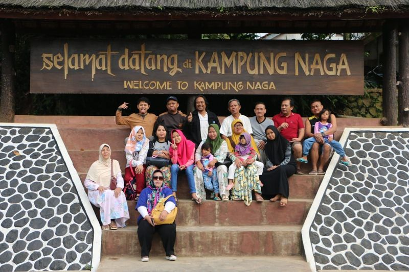 Ini adalah salah satu objek wisata budaya yang sayang untuk dilewatkan. Adalah Kampung Naga, letaknya ada di Desa Neglasari, Kecamatan Salawu, Kabupaten Tasikmalaya (Angga Purwancara/Istimewa)
