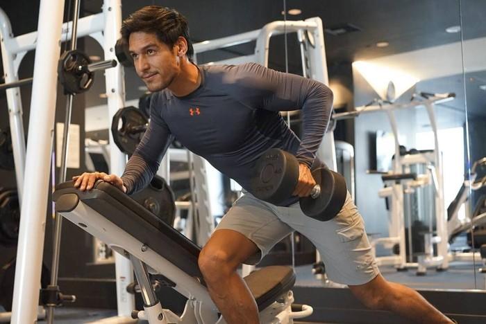 Lewat akun Instagram pribadinya, Richard Kyle memang tampak rajin melakukan fitness atau latihan fisik di gym. Foto: Instagram @richo_kyle