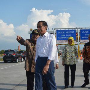 Berkemeja Putih, Jokowi Resmikan Tol Gempol-Pasuruan Seksi II