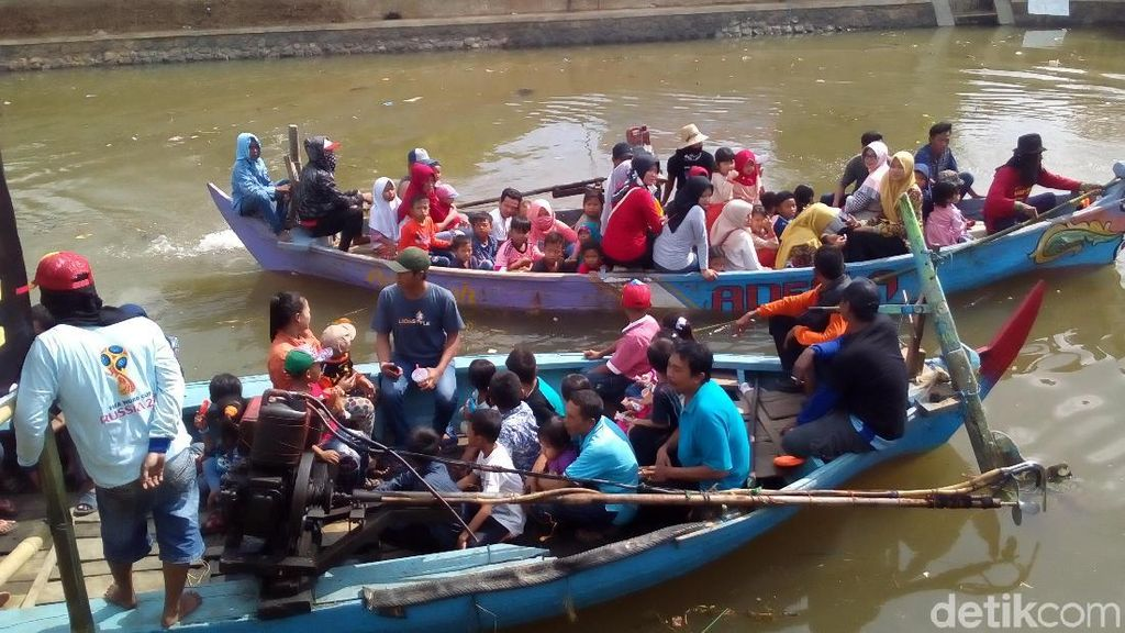 Hari Raya Ketupat, Warga Kudus Gelar Tradisi Lomban Praon