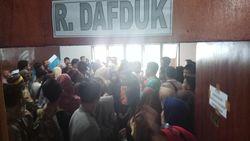 Lengkapi Berkas, Ratusan Pendaftar SMA Antre di Disdukcapil Maros