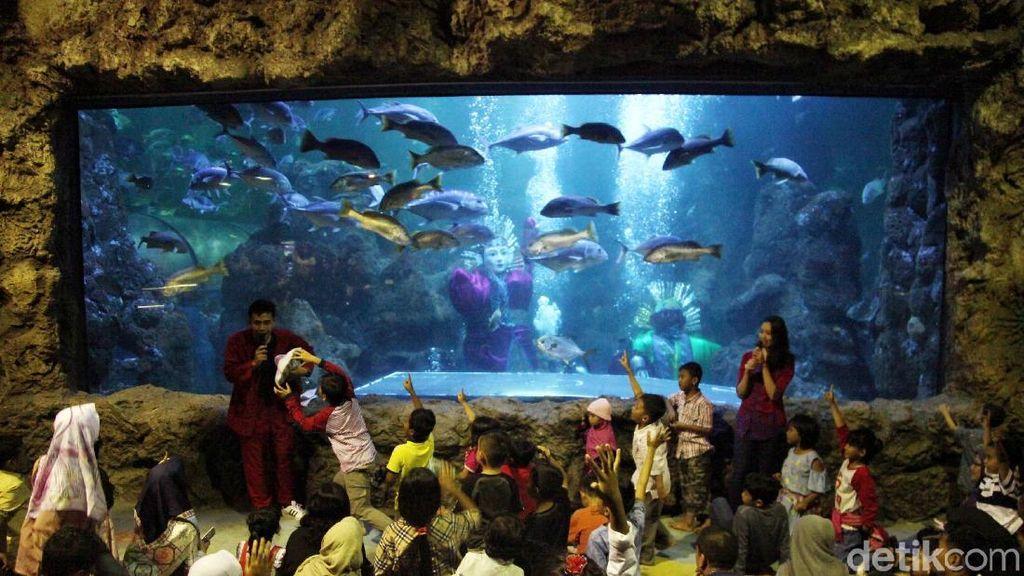 Keren! Rayakan HUT DKI Jakarta Ada Ondel-ondel di Dalam Air