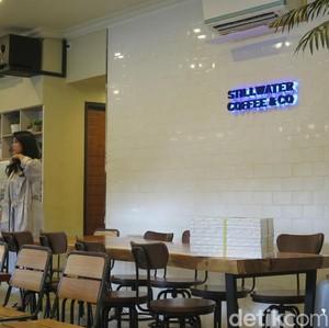 Mencicip Sandwich Unicorn Warna-warni di Stillwater Coffee & Co Gunawarman