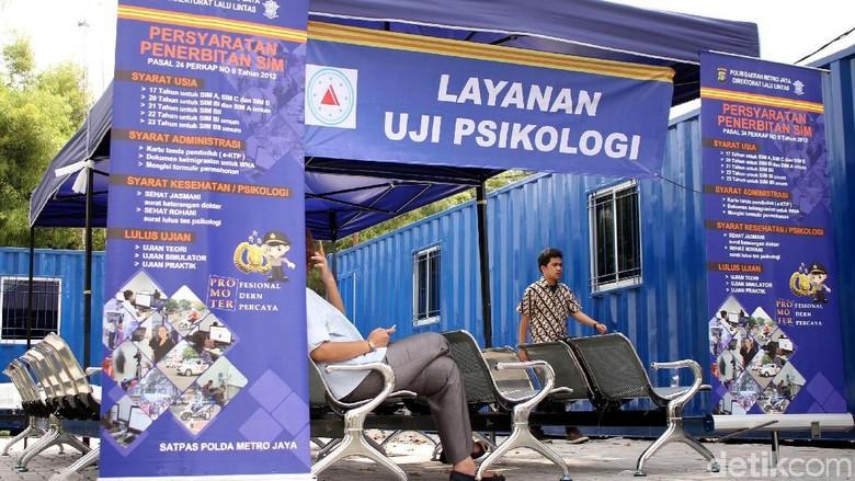Layanan uji psikologi di Satpas SIM Daan Mogot (Foto: Rifkianto Nugroho)