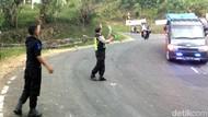 Kisah Polisi Sukabumi Bantu Mobil Ngesot di Tanjakan Cikidang