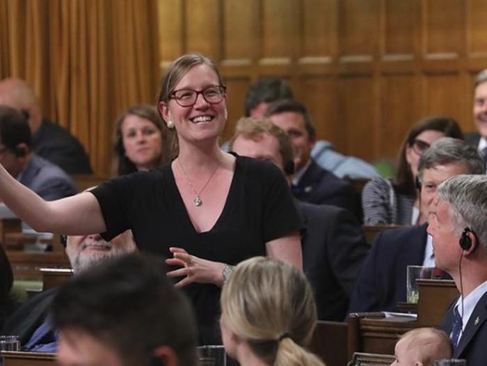 Ketika Menteri Kanada Menyusui Bayinya di Tengah Rapat Parlemen