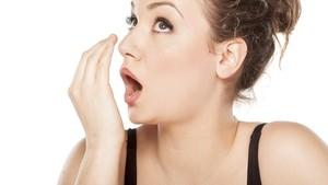 5 Penyebab Rasa Besi di Mulut