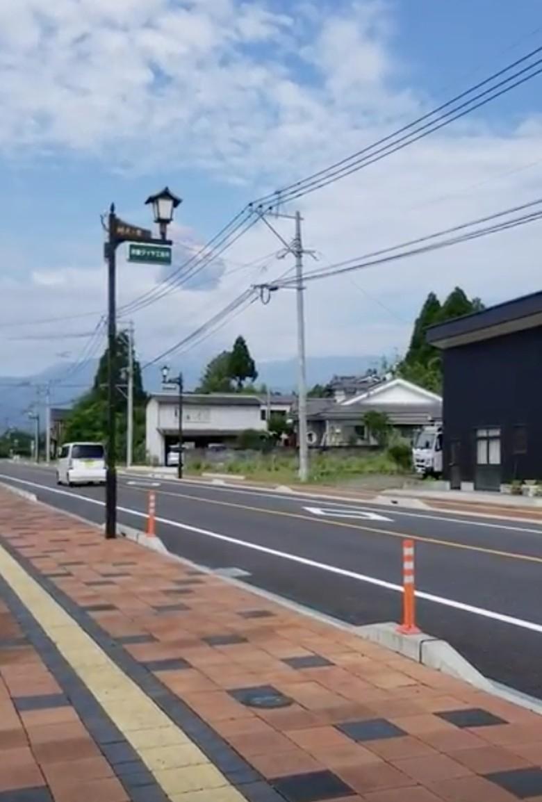 Foto: Gunung James Bond di Jepang Alami Erupsi