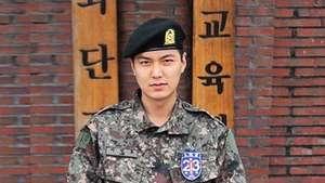 Lirikan Maut Hyoyeon SNSD di Atas Panggung