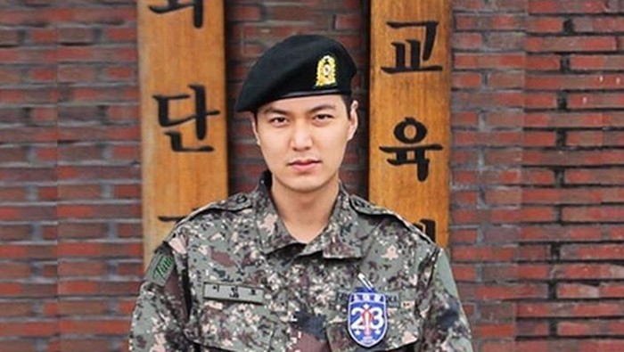 Lee Min Ho saat masih wajib militer. Foto: Dok. Instagram/leeminho__87