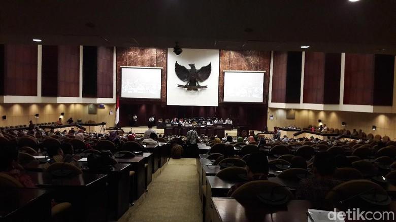 Paripurna Pemilihan Wakil Ketua DPD Baru, 72 Senator Absen