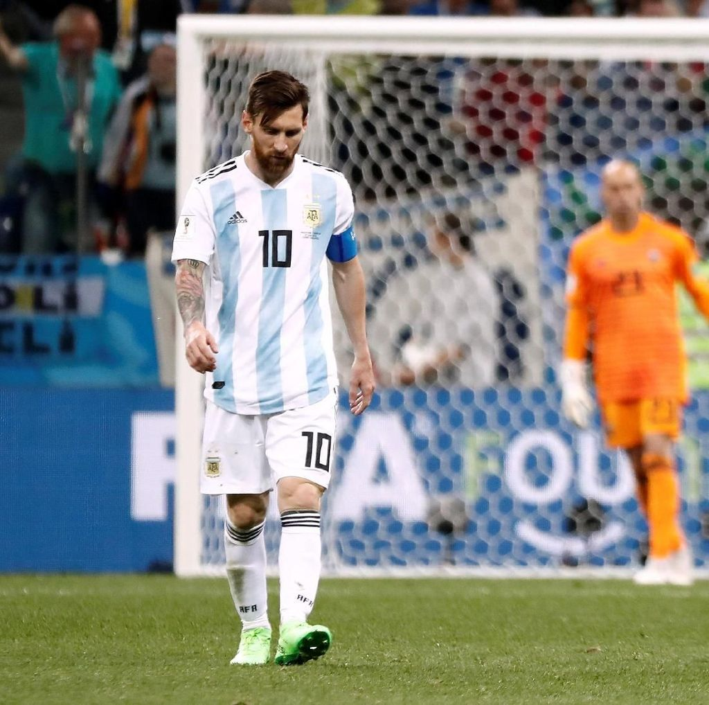 Tak seperti Ronaldo, Messi Bukan Seorang Pemimpin