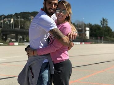 Menikah dengan Sofia sejak Desember 2009, kini Luis makin mesra dengan sang istri. (Foto: Instagram/luissuarez9)