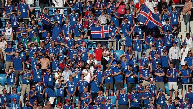 Pendukung timnas Islandia menanti keajaiban di Rusia.