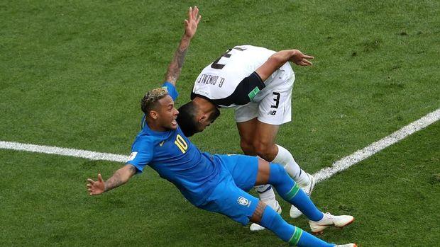 Neymar terlihat emosional dalam laga melawan Kosta Rika. Ia mendapatkan kartu kuning di babak kedua.