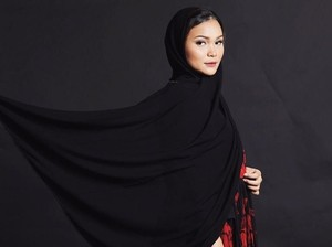 Cerita Youtuber Cantik Lepas Jilbab, Nggak Nyangka Ini Alasannya