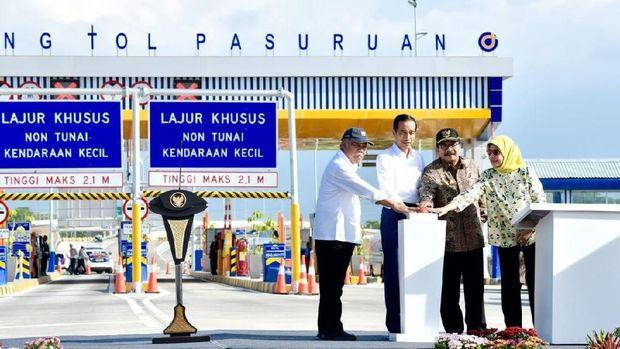 Panjang Jalan Tol Trans Jawa yang telah selesai bertambah. Presiden Joko Widodo meresmikan Jalan Tol Gempol-Pasuruan(Gempas) sepanjang 20,5 km di Provinsi Jawa Timur, Jumat, 22 Juni 2018. Jalan tol yang diresmikan terdiri dari Seksi I Gempol-Rembang sepanjang 13,9 km yang sudah beroperasi sejak tahun 2017 danSeksi 2 Rembang - Pasuruan 6,6 km . (Biro Komunikasi Publik Kementerian PUPR)