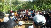 Sekeluarga Korban Bus di Ciamis Dimakamkan Dalam Satu Lubang