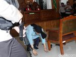 Video: Aksi Aman Abdurrahman Bersujud usai Divonis Hukuman Mati
