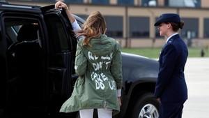 Ini Lho Jaket Melania Trump yang Bikin Heboh