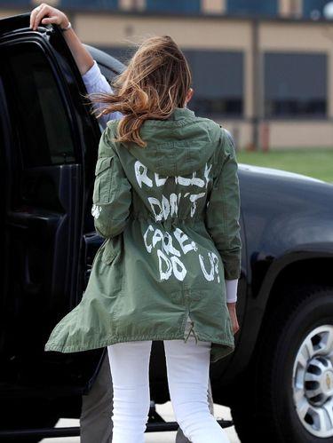 Jaket Melania Trump yang Kontroversial Dijual 20 Kali Lipat di eBay