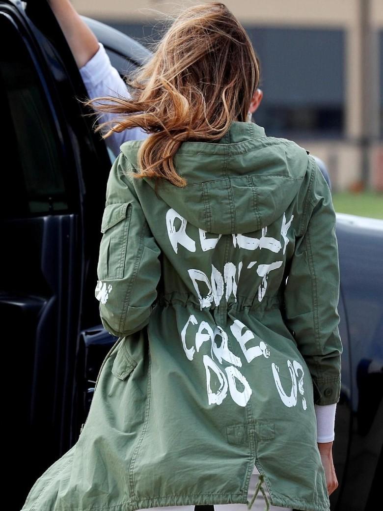 Jaket Melania Bikin Heboh, Apa Kata Trump?