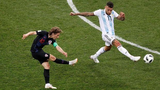 Tembakan jarak jauh bisa jadi solusi bagi Kroasia untuk mencetak gol.