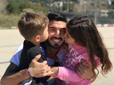 Hampir 9 tahun menikah, Luis dan Sofia dikarunia dua anak yang menggemaskan yaitu Delfina dan Benjamin. (Foto: Instagram/luissuarez9)